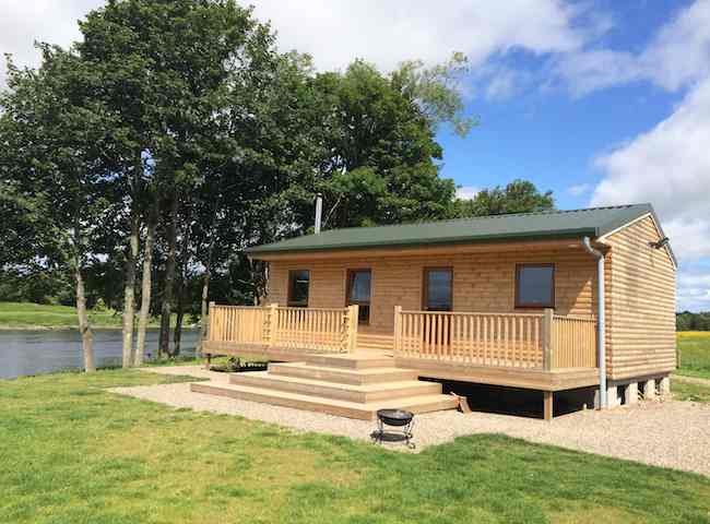 Luxury River Tay Fishing Huts